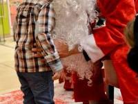 Moş Crăciun a poposit cu sacul de cadouri în farmaciile Centrofarm