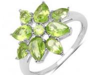 Cum să alegeţi bijuterii care se asortează oricărei ţinute