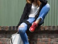 O ţinută COOL cu accesorii în alb şi roşu