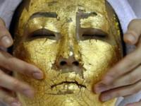 Trendul sezonului rece in beauty: impachetarile cu aur